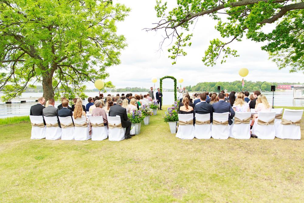 Gäster på bröllop på Gränsö slott - bröllopsfotograf Phia Bergdahl Västervik