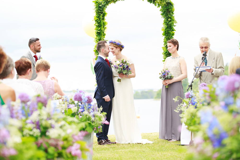 Brud och brudgum bröllop på Gränsö slott - bröllopsfotograf Phia Bergdahl Västervik