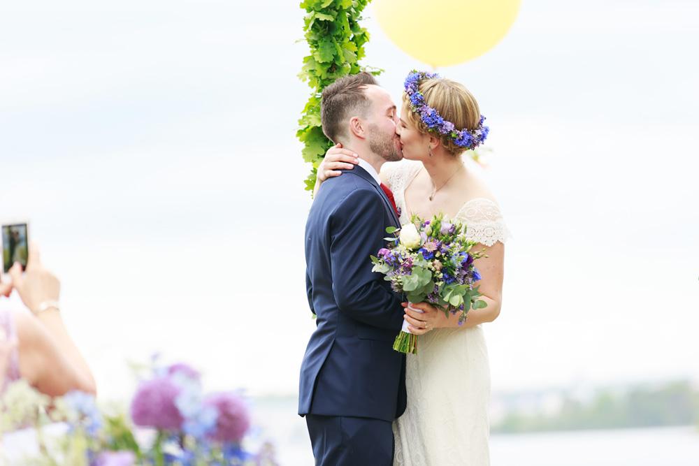 Kyssen! Bröllop på Gränsö slott - bröllopsfotograf Phia Bergdahl Västervik