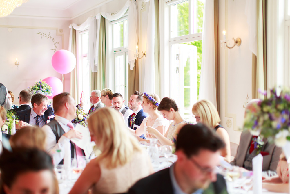 Middagen på bröllop på Gränsö slott - bröllopsfotograf Phia Bergdahl Västervik