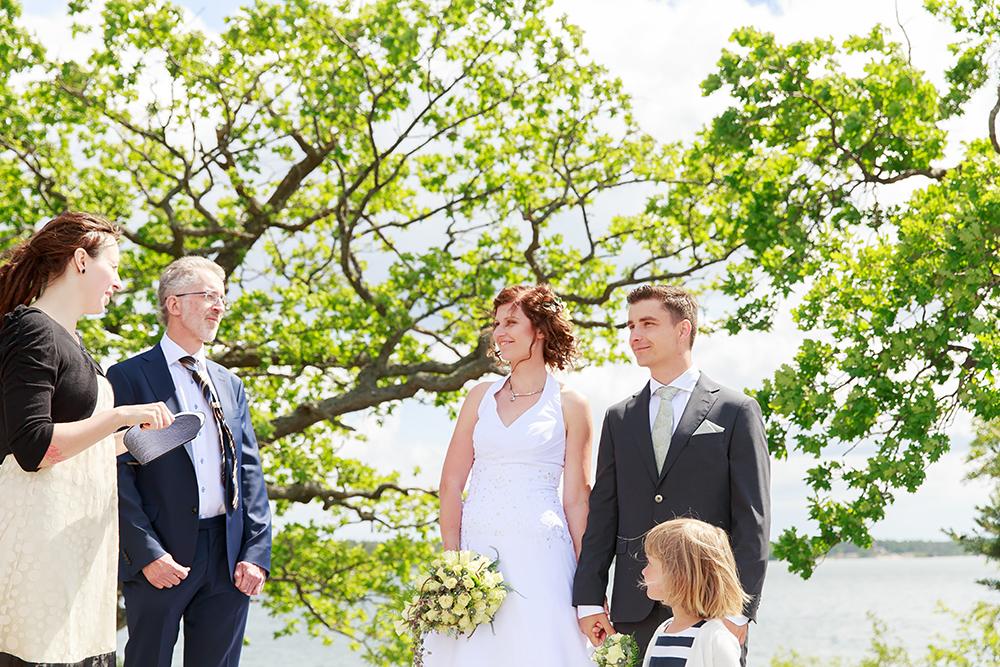 Vigsel på Ekholmen, Gränsö fotograferad av bröllopsfotograf Phia Bergdahl Västervik