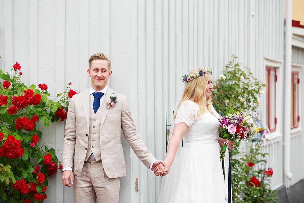 Brud och brudpar vid first look i Västervik, bröllopsfotograf Phia Bergdahl Västervik