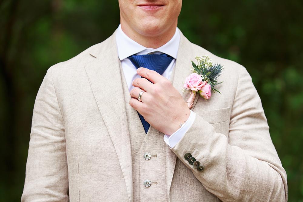 Brudgum, bröllopsfotograf Phia Bergdahl Västervik