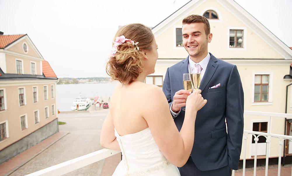 Stylat brudpar på bröllopsmässa i Västervik