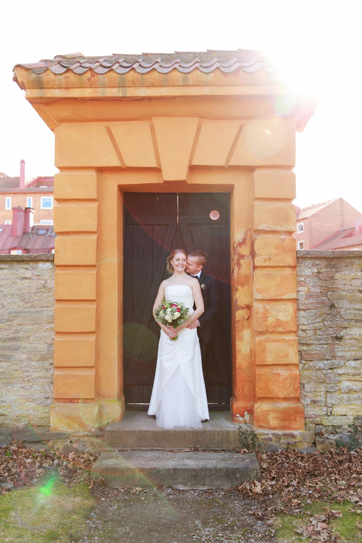 Brudpar på Grevaregården Karlskrona- fotograferade av bröllopsfotograf Phia Bergdahl Västervik