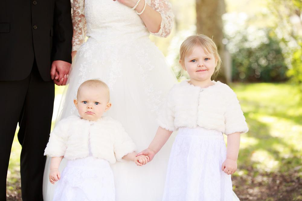 Brudnäbbar i vita klänningar - bröllopsfotograf Phia Bergdahl Västervik