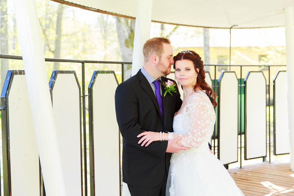 Brudpar på dansbana - bröllopsfotograf Phia Bergdahl Västervik