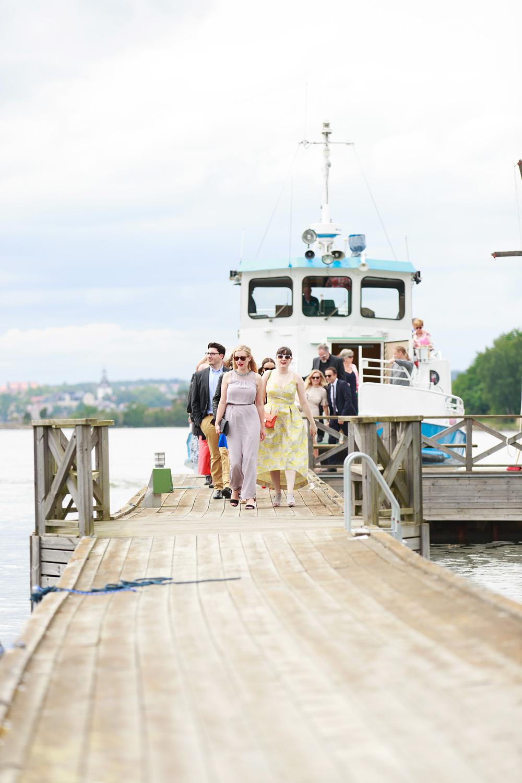 Gästervna kommer till bröllop på Gränsö slott - bröllopsfotograf Phia Bergdahl Västervik