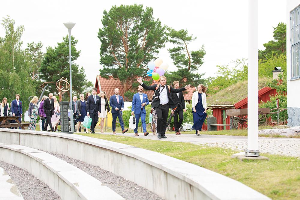 Gästerna kommer på bröllopet på Kulbacken, bröllopsfotograf Phia Bergdahl Västervik