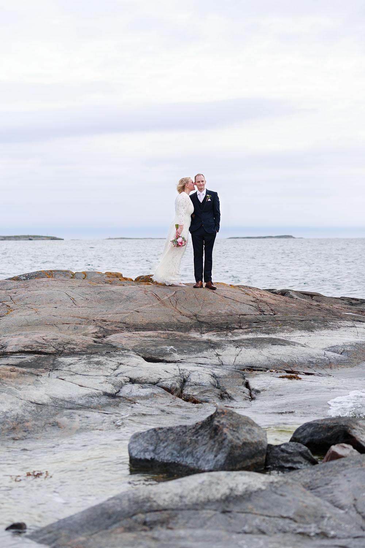 Brudpar vid havet på Händelöps huvud Västervik